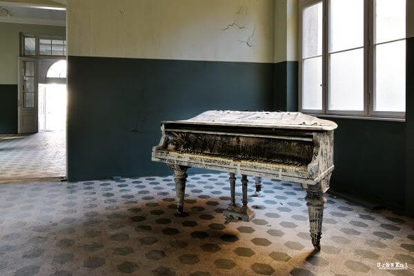 The Entertainment Room of a Berlin Sanatorium